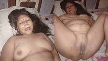 indian randi bhabhi suckinig cock and nude captured by client