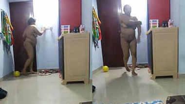 desi aunty going to bathroom husband take video