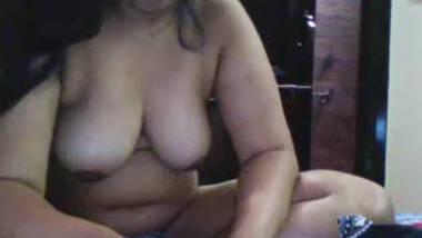 Delhi Girl Flashes Her Ass