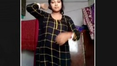 Hot Desi Bhabi Changing Cloths
