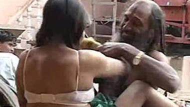 Hot romance scene making with tharki daaku.