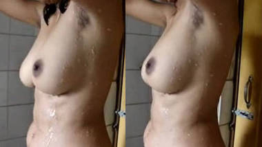 Super Hot Kolkata GF Selfmade Bathing Video wid Audio.