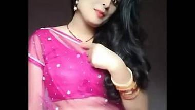 Cute housewife bhabhi Heena Kumari exposing navel in transparent saree.