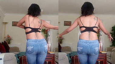 Desi babe hot ass dance moves