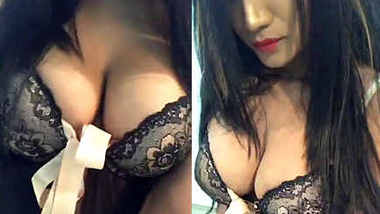 Desi model cleavage show in Lingerie