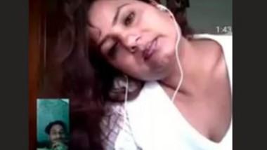 Chubby Bhabi Boobs Show Bathroom in Videocall