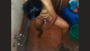 Bhabi Shaving Pussy Hair Caught in Hidden Cam