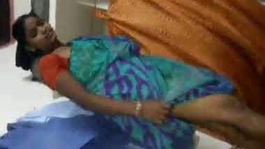 Desi save pussy bhabi fucking husband