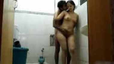Horny cpls sex in bathroom