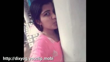 Cute teen teases her boyfriend with a self shot bathing video
