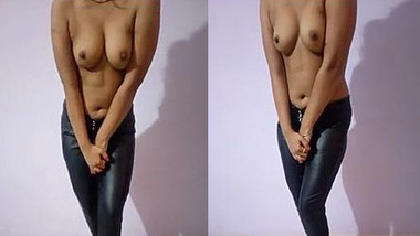 Horny indian Girl Sapna Showing Her Tits