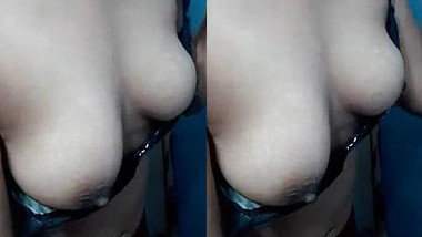 Sexy Pak Girl Showing Her Boobs