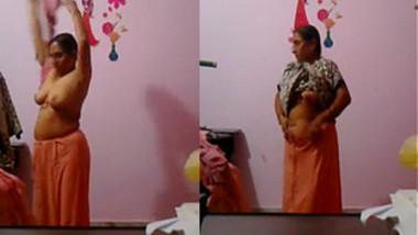 mature desi aunty dress change