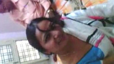 AUNTY POSING TO FRIEND INFRONT OF HUS