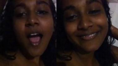 Lankan Girl Showing her Big Boobs