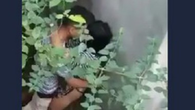 Desi girl fucking outdoor with her bf