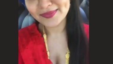 Sexy Bhabi Deep Cleavage