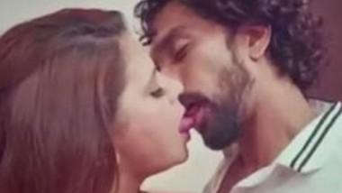 Sapna Bhabi Hot Smooching Scene
