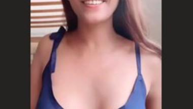 Poonam Pandey Braless Hot Clip (Must Watch)