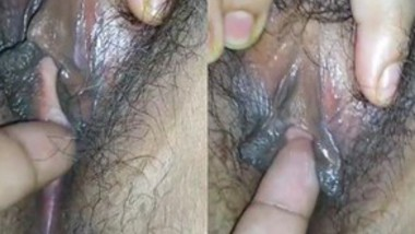 Bhabi Spreading Leg SHOWING PUSSY and Getting Fingered By HUBBY