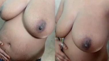 Bhabi Showing Her Milky Boobs