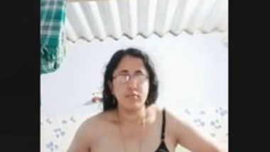 Sexy Tamil Bhabi reord Her Nude Video