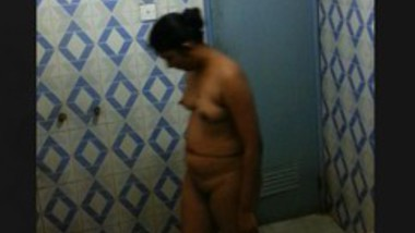 NEW SRILANKA GIRL BATHROOM HIDDEN VIDEO