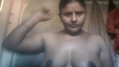 Village Bhabhi Showing Boobs and rubbing pussy