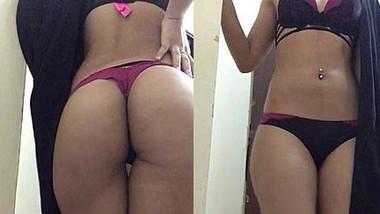 Desi sexy girl Hot ass show.