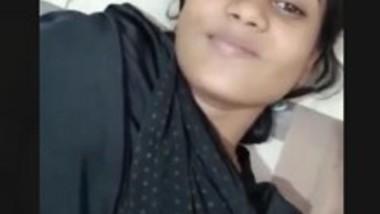 Cute Desi Girlfriend video leak