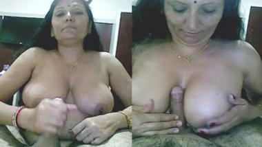 desi big boobs aunty hot handjob