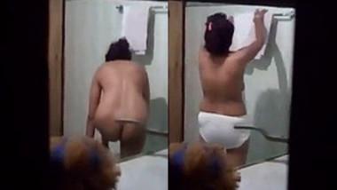 Desi Girl Captured In Bathroom