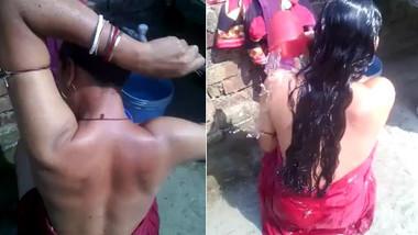 Desi aunty bath capture