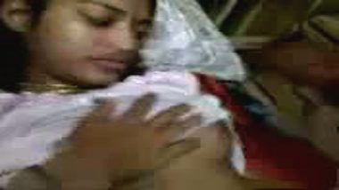 Recently married Indian virgin bhabhi first time suhagraat sex!