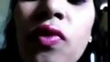 Hot Bengaluru Babe Records Herself Fondling Her Big Boobs