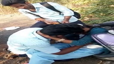 College students kissing outdoor desi mms sex scandal   Hindi