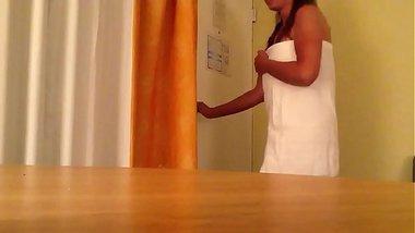 Desi Wife Flashing Boobs To Room Service
