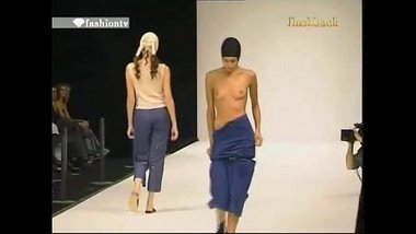 Indian Model Showing Boobs In Fashion Show