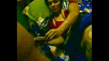 Fingering Hot Mallu Aunty's Pussy