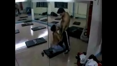 Desi Girlfriend Fucked In Gym