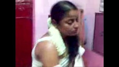 Sexy Tamil Bhabhi Removing Her Clothes