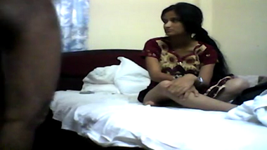 Desi Andhra wife home sex mms leaked online!