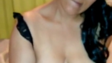 Mature big boobs aunty gives the perfect cum release