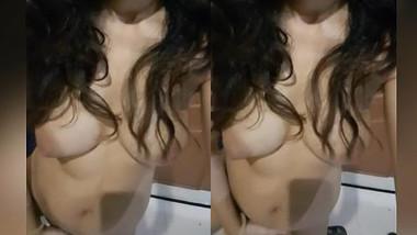 Sexy Desi Girl Washroom masturbation