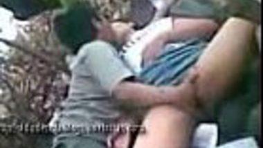 Indian JNU Delhi college desi couples outdoor garden sex
