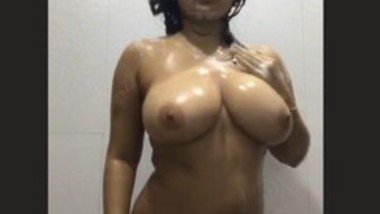 Sexy Desi Girl Nude Dance In Bathroom 2 clips
