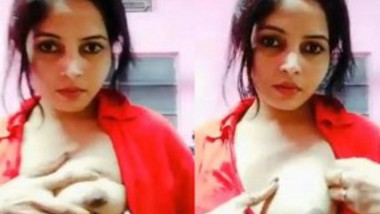 Sexy Desi Girl Showing Her Tits