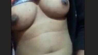 Cute Desi Girl Showing Nude 2 clips