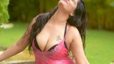 Bhigi Bhagi Si (2020) Aabha Paul Hot Video
