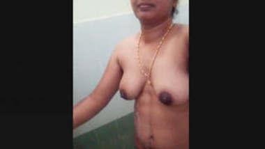 Bhabhi Record Her Bathing Selfie